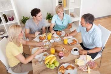 Promouvoir le repas en famille pourrait aider à lutter contre l'obésité